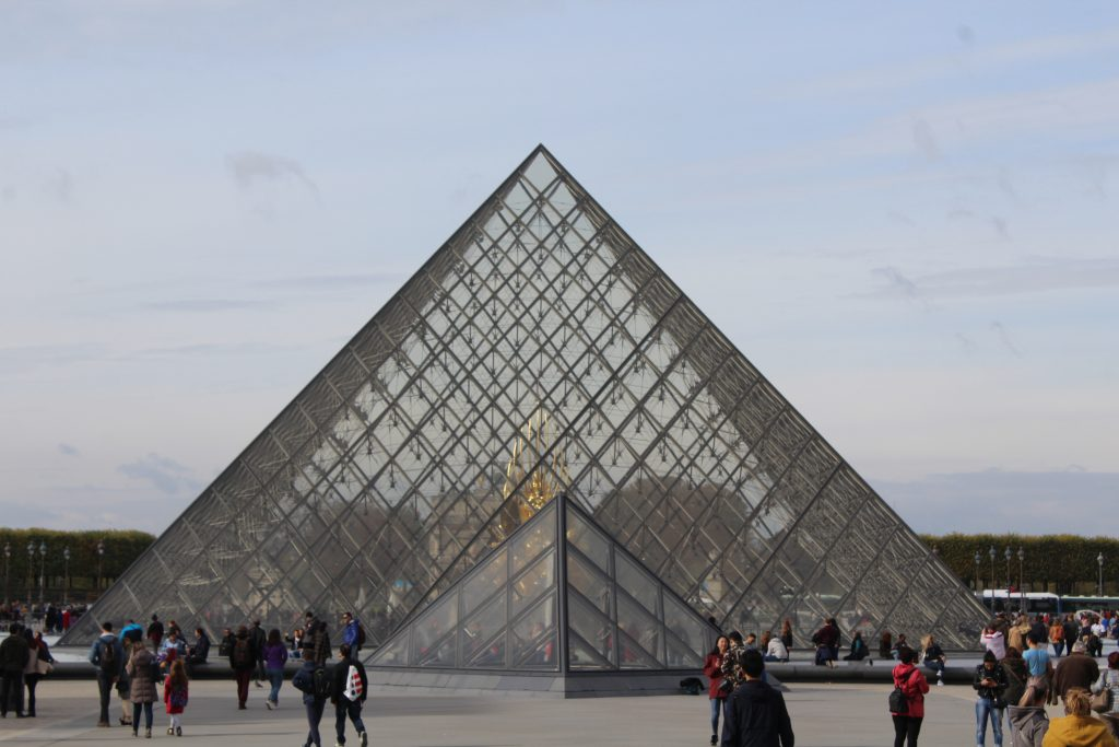 piramida-de-la-louvre